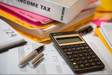 Românii cu venituri mici plătesc unele dintre cele mai mari taxe din Europa. Bogații sunt impozitați sub media europeană