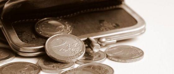 Românii nu trăiesc deloc mai bine, deși Guvernul se laudă că salariile au crescut. Se împrumută de la un salariu la altul și spun că situația lor financiară s-a înrăutățit