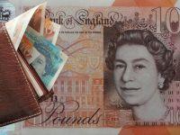 Lira sterlină, la paritate cu euro. Brexitul depreciază masiv moneda Regatului