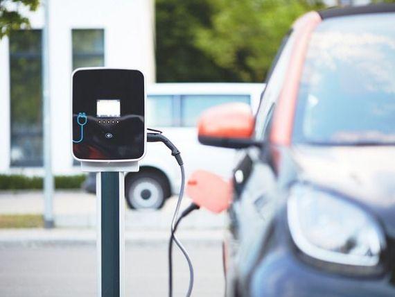 Mai mult de o treime dintre români ar cumpăra o maşină electrică, cel mai ridicat procent din Europa. Dieselul se prăbușește în țările UE