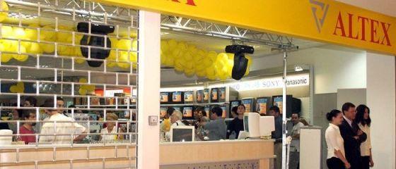 Lovitură pe piața de retail din România. Decizia luată de Altex și eMAG