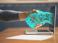 Revoluția roboților. Mai mult de jumătate dintre angajaţi se simt ameninţaţi de automatizare și cred că locurile lor de muncă vor dispărea în 10 ani