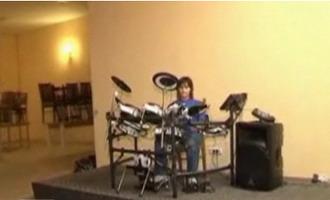 Romanii au talent: La 11 ani iti arata cum se canta la tobe